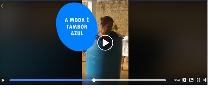 A MODA AGORA É TAMBOR AZUL