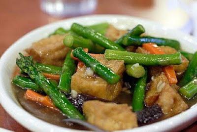 Tofu bersama asparagus