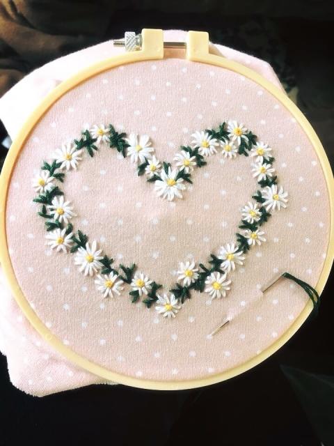 Thêu nhụy hoa bằng mũi sa hạt