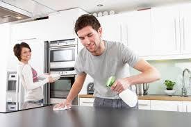 suami bersih bersih