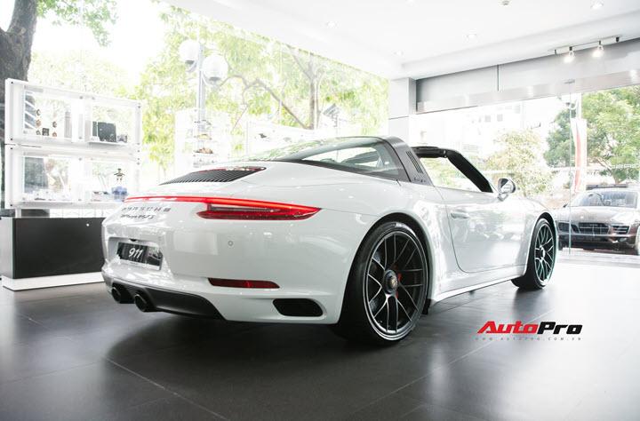 Đại gia Đà Lạt sắm Porsche 911 Targa 4 GTS độc nhất Việt Nam nhưng bộ sưu tập xe còn gây choáng ngợp hơn nhiều