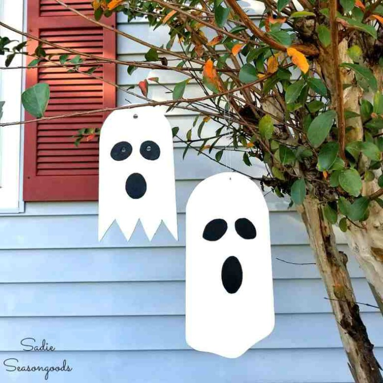 Hanging ghost craft by sadie seasongoods - ghost garland by brooklyn berry designs - Ghost crafts for kids
