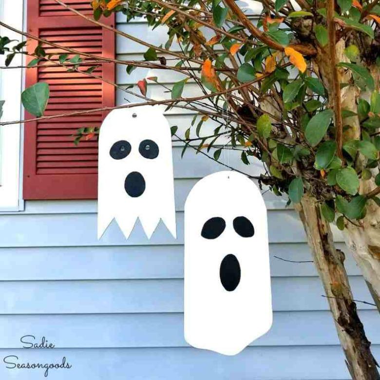 Hanging ghost craft by sadie seasongoods - ghost garland by brooklyn berry designs - Ghost crafts for kids