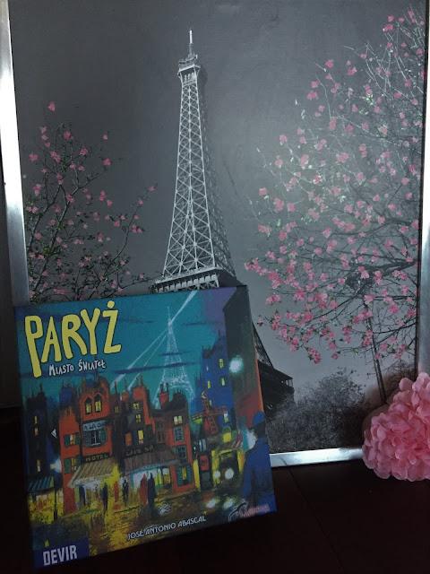 """Recenzje #150 - """"Paryż - Miasto świateł"""" - okładka gry planszowej - Francuski przy kawie"""