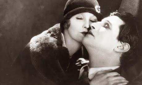 Το φιλί των πρωταγωνιστών στο The Lodger
