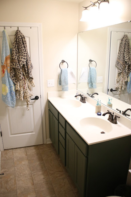 A budget-friendly bathroom makeover that doesn't include tile or a new floor!