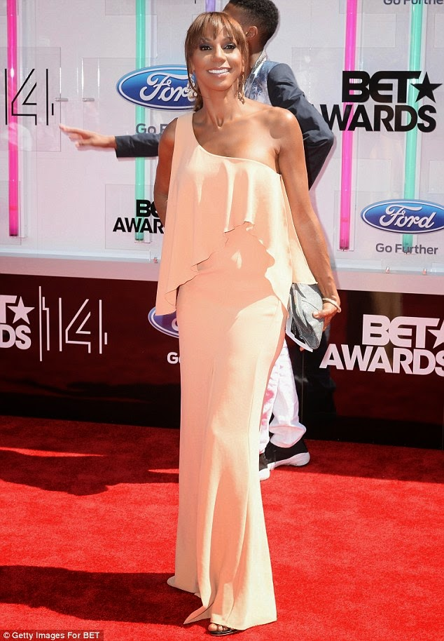 article 2674348 1F408EE200000578 789 634x914 Red Carpet photos from 2014 BET Awards + Full List of Winners
