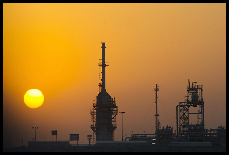 SHELL_MENA_Magazine_Nov_2013_Sunset_at_Majnoon_Oilfield