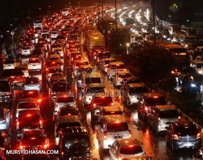 Hukum Di Perbolehkannya Menjama' Shalat Ketika Mengalami Kemacetan