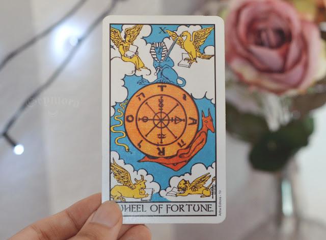 Saiba o significado da carta 10 a Roda da Fortuna no tarot do amor, trabalho e dinheiro, na saúde, como obstáculo ou invertida e como conselho.