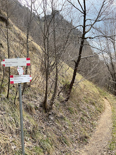 Trail north of Monte Filaressa that skirts the peak.