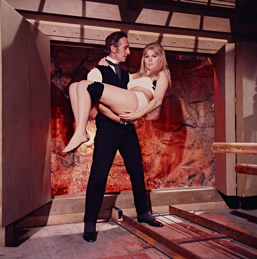Las ultimas peliculas que has visto - Página 25 Peter-cushing-and-susan-denberg-in-frankenstein-created-woman-1967--album