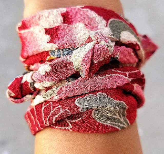 Joanna Joy A Stylish Love Story Blog petite fashion blogger lifestyle blogger Califoria fashion blogger boho chic global chic global fashion kimono print bracelet