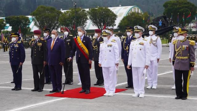 Asume como Comandante General de la Armada del ecuador un Submarinista.