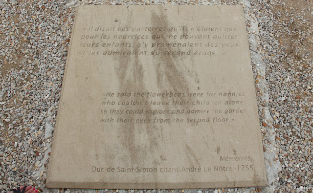 Plaque portant une citation d'André le Notre sur les parterres de Vaux le Vicomte