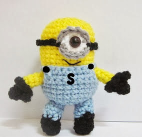 http://translate.googleusercontent.com/translate_c?depth=1&hl=es&rurl=translate.google.es&sl=auto&tl=es&u=http://sweetncutecreations.tumblr.com/post/5262946480/despicable-me-minion-pattern&usg=ALkJrhiMgH8oebhbs9BaS6gz6V_0Qm3CDQ