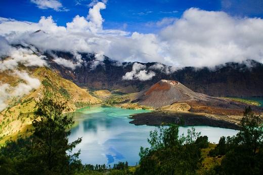 Panorama Gunung Rinjani yang Menakjubkan Nan Indah