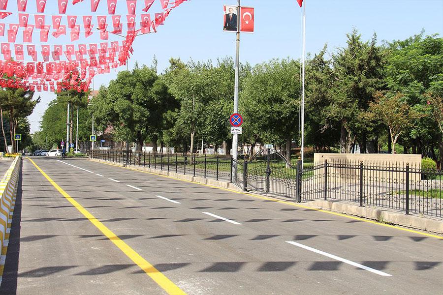 diyarbakirda-4-yildir-kapali-olan-valilik-onundeki-cadde-trafige-acildi