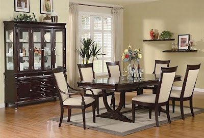Dekorasi ruang makan dengan furnitur kayu