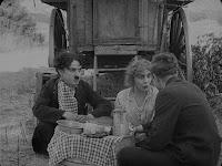 """Кадр из фильма Чарли Чаплина """"Скиталец"""" (1916) - 10"""