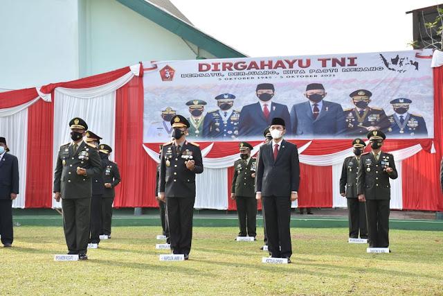 Kapolda Jambi Hadiri Upacara HUT TNI Ke-76 Secara Virtual di Lapangan Makorem 042 Gapu