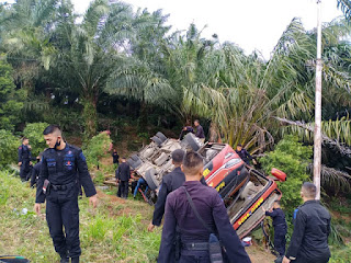 Bus Pengangkut Rombongan Brimob Terguling di Jambi, Banyak yang Luka