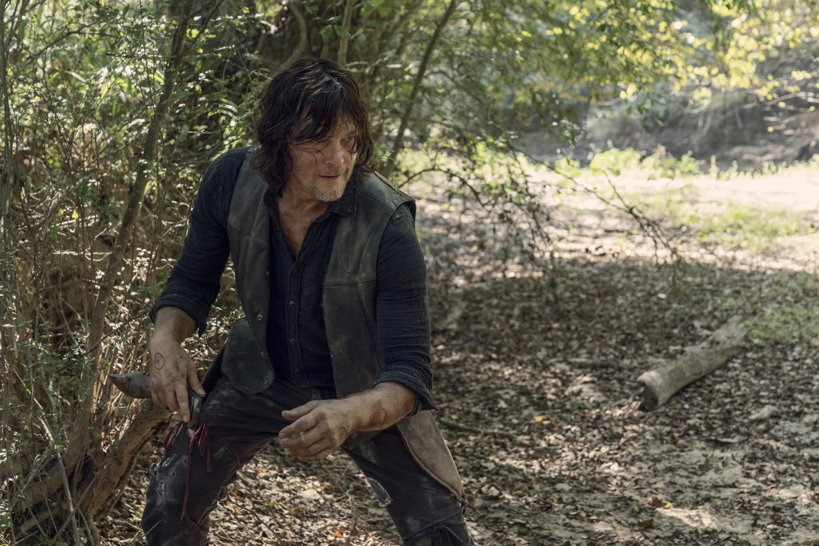 Daryl, en Stalker el episodio 10x10 de The Walking Dead