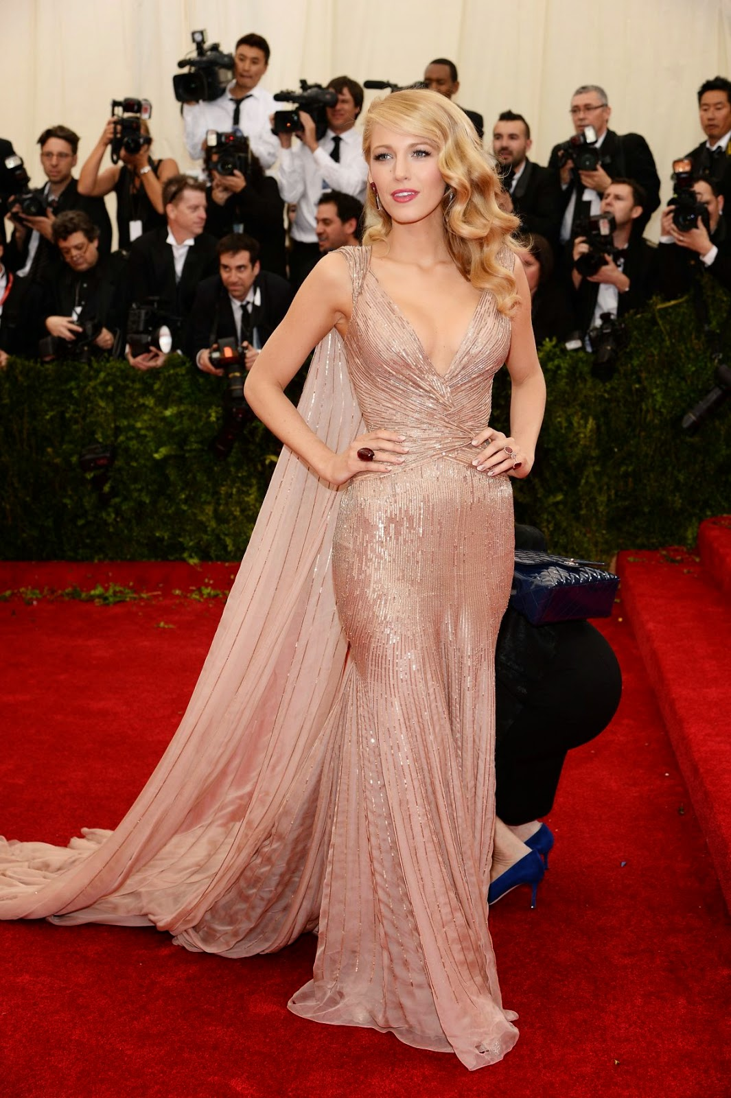 Blake Lively Channels Old Hollywood Glamour In Gucci At