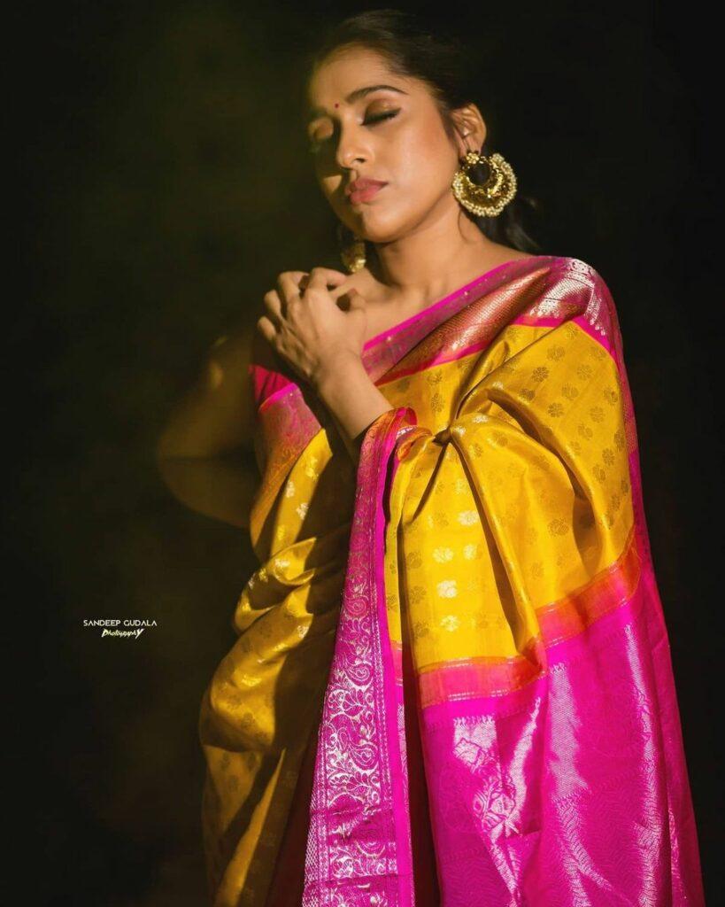 Actors Gallery: Rashmi Sizzles In Sleeveless Saree