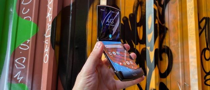 Motorola Razr ponsel layar lipat yang tidak jelek... desainnya