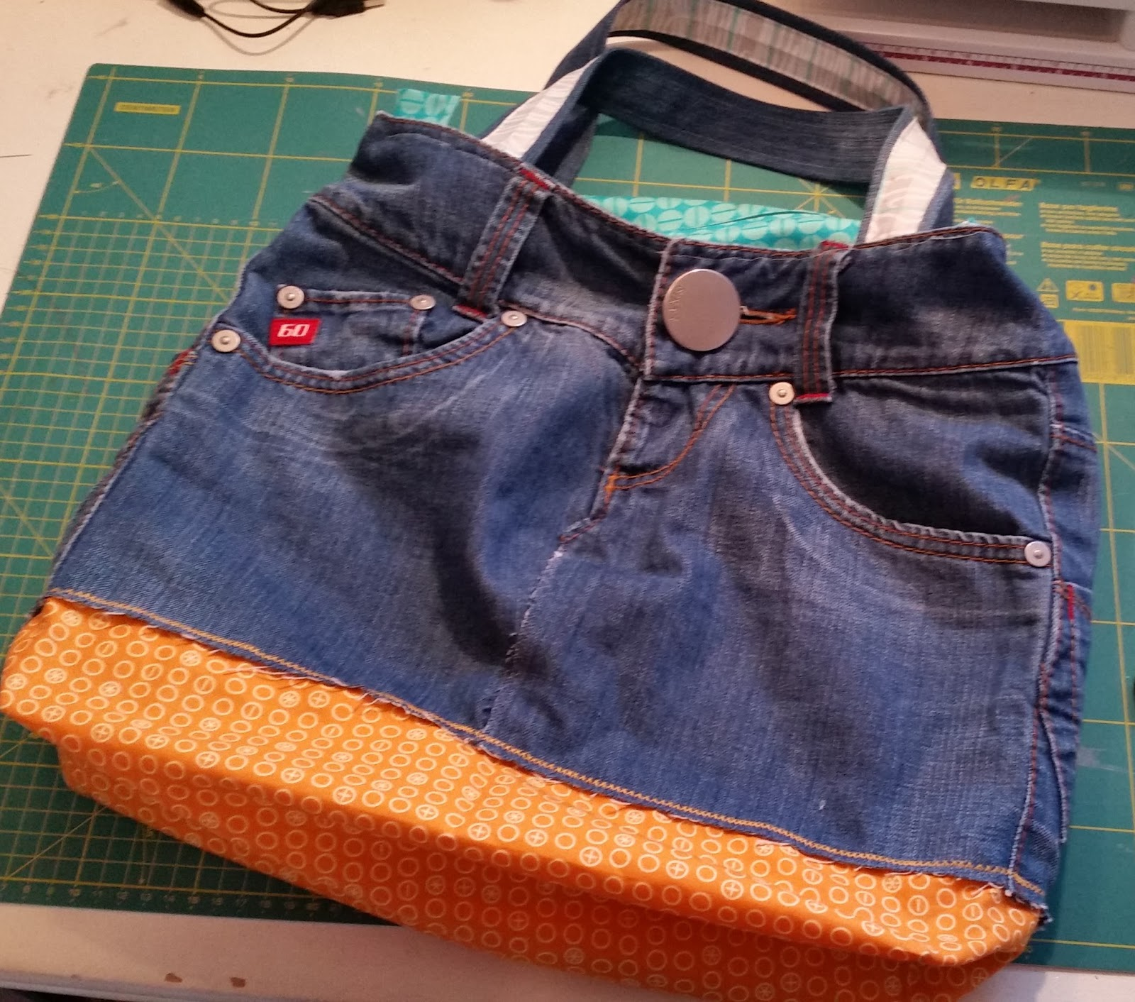 die fabelhafte welt der seifenkunst jeans upcycling eine jeanstasche n hen. Black Bedroom Furniture Sets. Home Design Ideas