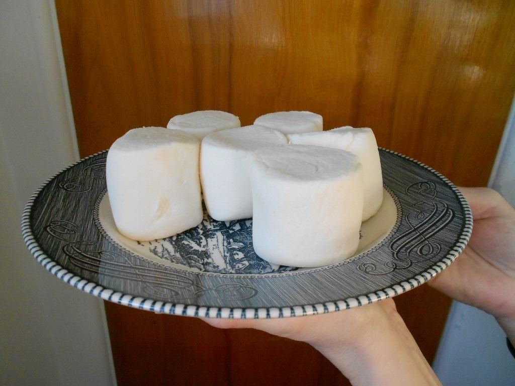 Six Giant Marshmallows For Lemon-Marshmallow Cream Pie