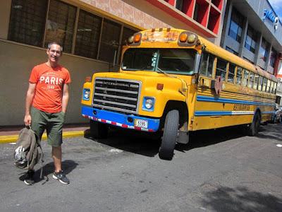 Autobus Escolar amarillo de Costa Rica