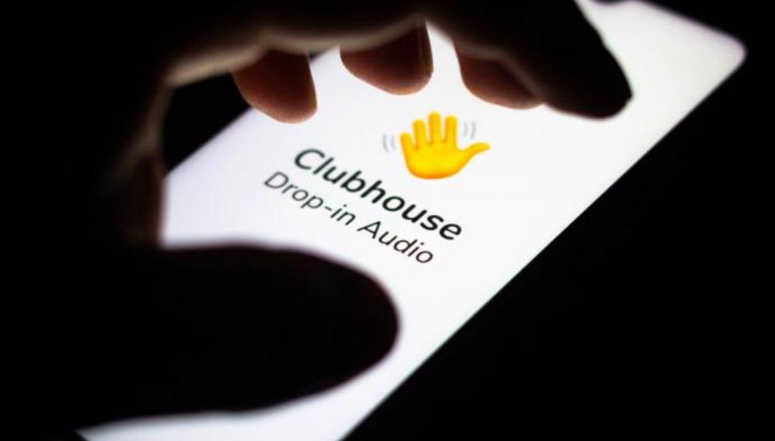 """غرفة دردشة على تطبيق """"كلوب هوس"""" للترويج لعقارات دبي"""