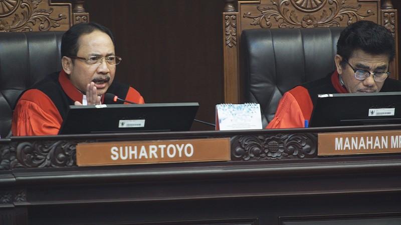 Pernyataan Hakim MK Bungkam Protes KPU dan Kuasa Hukum 01