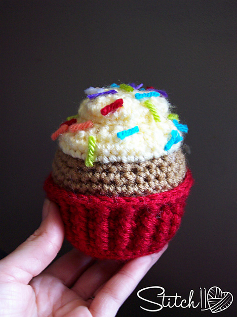 Free Amigurumi Crochet Patterns Cupcake : Fiber Flux: Crochet Cupcakes...12 Delicious Patterns