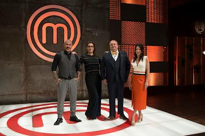 Os jurados Henrique Fogaça, Paola Carosella e Erick Jacquin e a apresentadora Ana Paula Padrão. Crédito: Carlos Reinis/Band