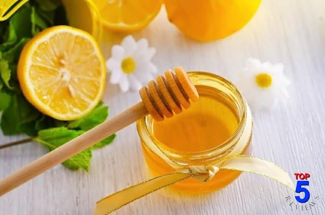 Làm mặt nạ trị mụn từ mật ong và chanh