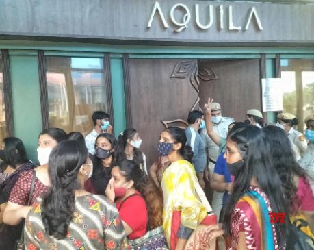 Video: Saree Controversy वाला Aquila Restaurant क्यों हुआ बंद?