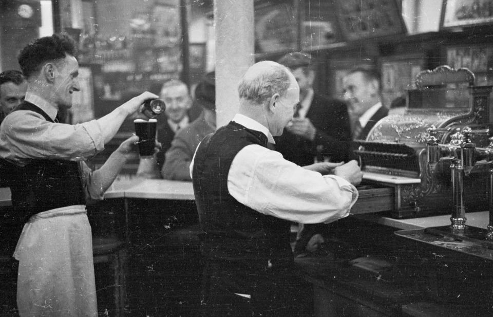Glasgow Slum In The Late 1940s 22 Harrowing Photographs