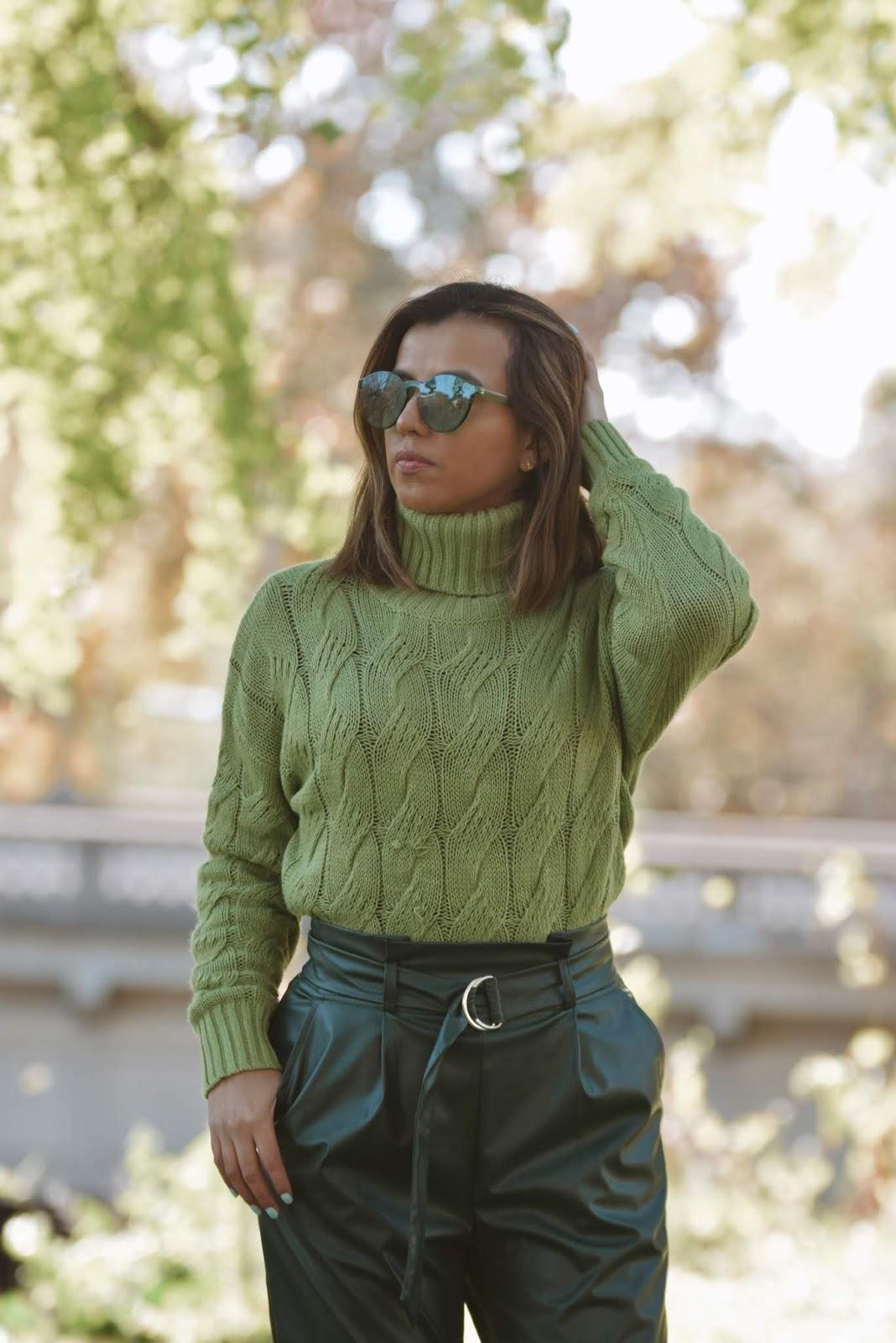 Look Monocromático Verde Para Las Fiestas Navideñas-mariestilo-streetstyle-fake leatherpants-dcblogger-