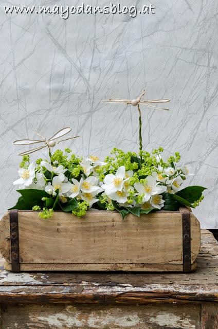 Blütendekoration in der Ziegelform