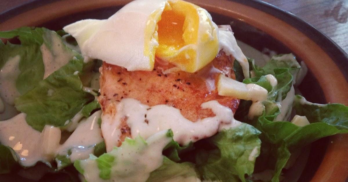 knäcka ägg i kokande vatten