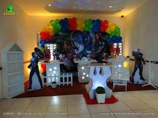 Decoração de festa tema Vingadores para aniversário infantil - Mesa decorada