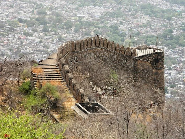 Journeying from Jaipur to Alwar? Include Bala Qila to complete your travel itinerary!