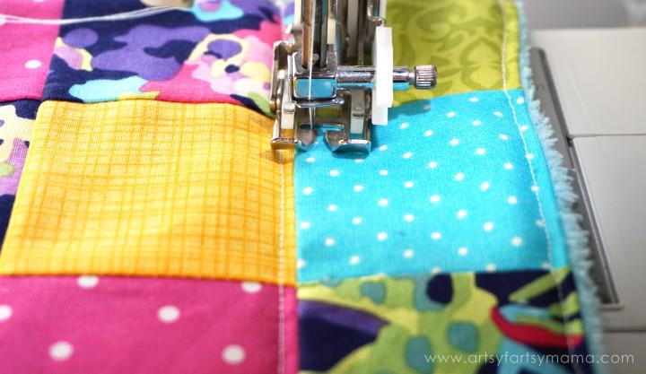 Easy Snuggle Quilt Tutorial at artsyfartsymama.com #ShareABear