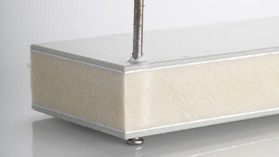 Nageln einer Kunststoff-Schalplatte von alkus