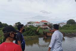 Andi Sudirman Tinjau Pengerukan Sedimen dan Eceng Gondok di Sungai Balangturungan