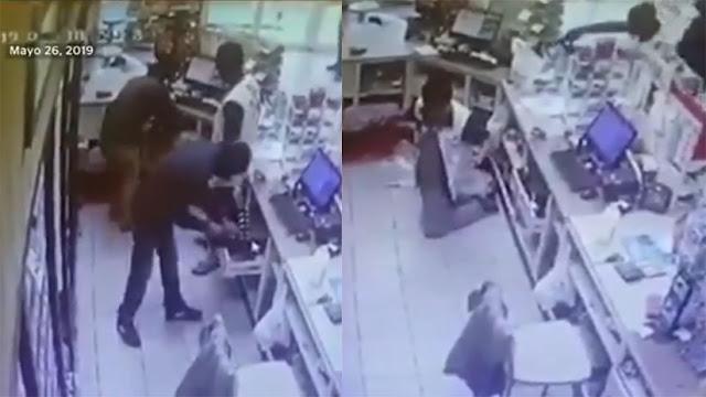 VIDEO: Estaba hincado y lo terminaron asesinando por la espalda a joven cajero durante asalto en Manzanillo, Colima