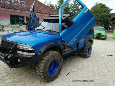Modifikasi mobil blazer monster